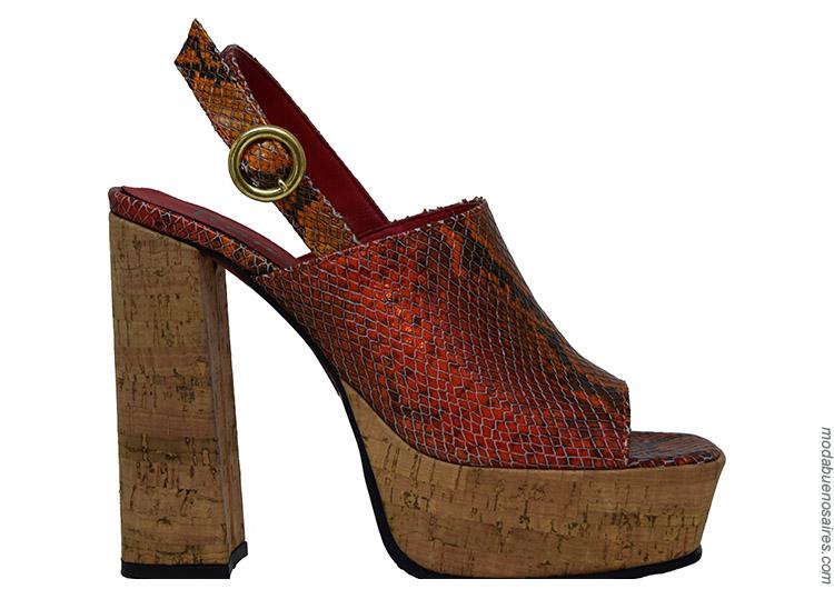 Moda mujer primavera verano 2020. Moda sandalias 2020.