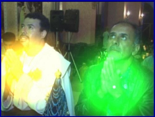 SINAL DE LUZ AMARELA NO PEITO DO VIDENTE MARCOS TADEU E DE LUZ VERDE NO PEITO DO SEU PAI CARLOS TADEU NA APARIÇÃO DE 11 DE OUTUBRO DE 2016