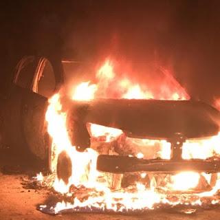 Veículo é incendiado em São Miguel do Aleixo