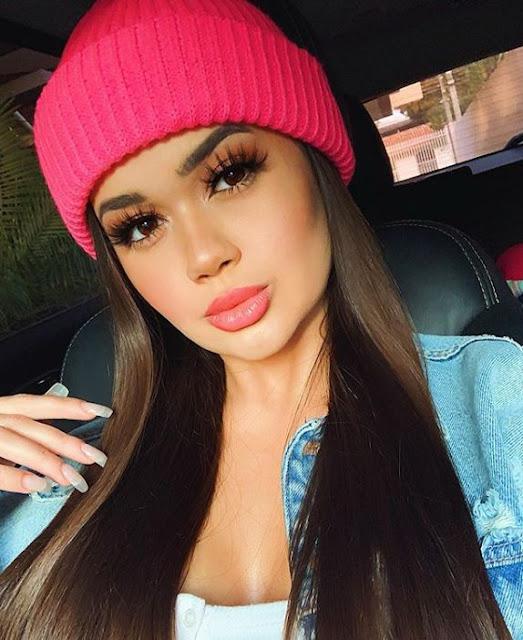 Fazer uma maquiagem com batom batom rosa deixa a makeup com muita beleza e delicadeza. Um batom de qualidade é aquele que tem duração longa de 24 horas e que não sai de forma alguma. O batom líquido é um exemple de batom que tem uma ótima qualidade. Quando se trata de cores de batom, é importante escolher a cor certa. Tem batom rosa pink, batom cereja, batom roxo puxado para o rosa, batom rosa claro, batom rosa queimado, batom cor de boca... O batom boca rosa é incrível e perfeito a textura geralmente é muito boa e a duração é longa. O pigmento rosa é muito intenso e deixa a maquiagem mais linda, fofa e elegante.