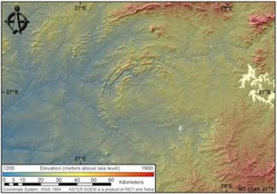 Alcuni dei bordi multipli del Cratere di Vredefort si sono sgretolati, ma dallo spazio, ciò che è rimasto è chiaro.