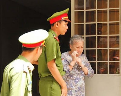 The People's Court found Nguyen Thi Huong guilty of smuggling 2.8 kg of heroin.