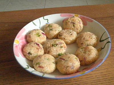 Saudana Vada Recipe @ treatntrick.blogspot.com