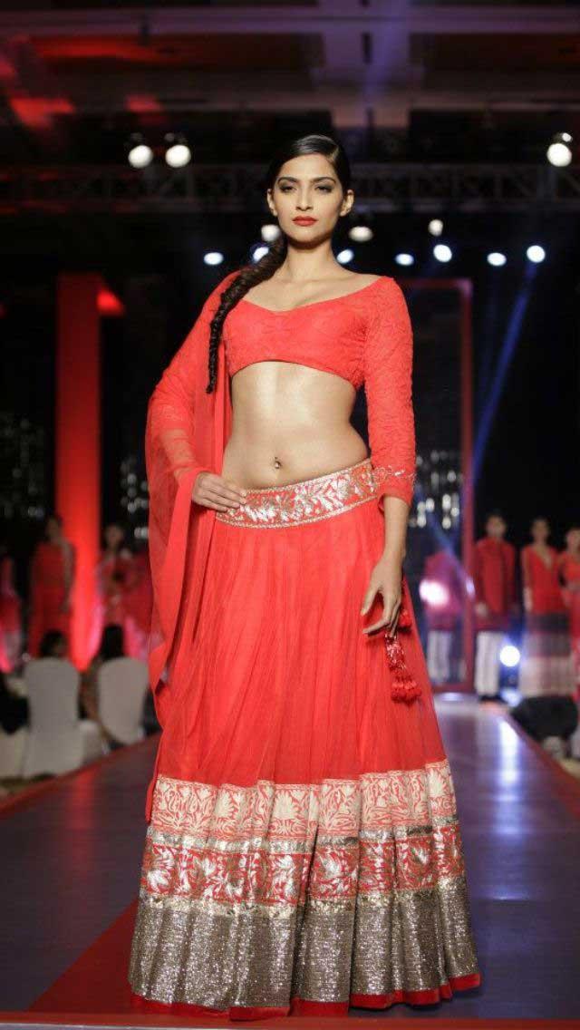 Sonam Kapoor Sexy Pierced Navel
