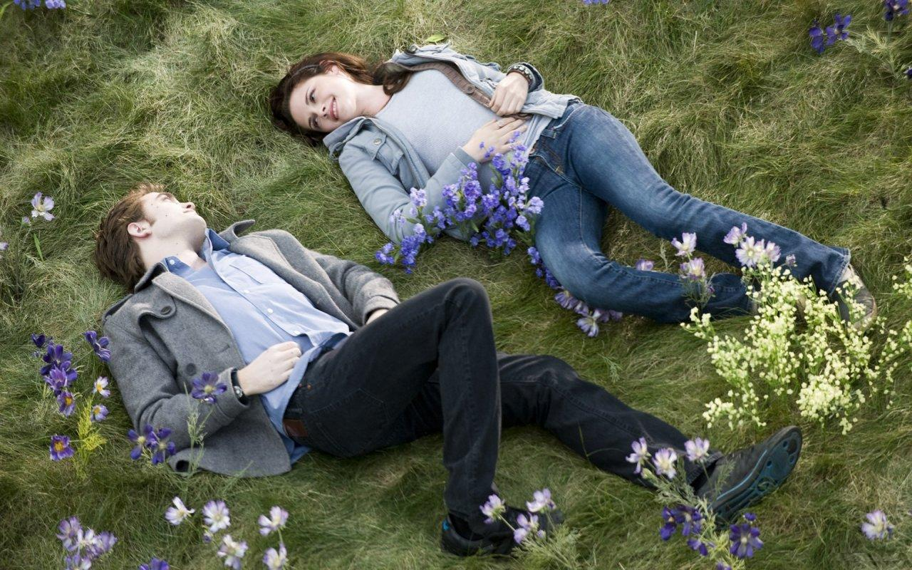 Sexy Wallpaper Bella Swan And Edward Cullen Lying Down On -4407