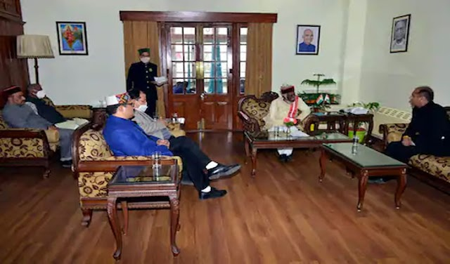 बजट सत्र में हुए बवाल के बाद राज्यपाल से मिले सीएम जयराम, मंत्री भी थे मौजूद