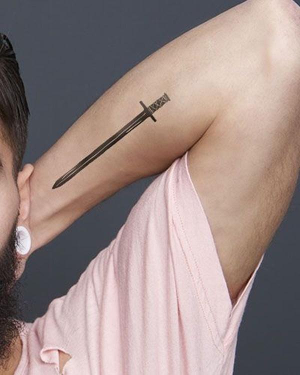 Gambar tato simpel di lengan