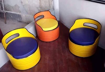 kursi warna-warni dari drum