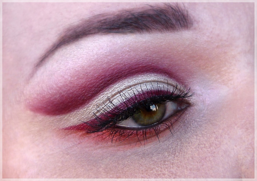 red cut crease eye make-up
