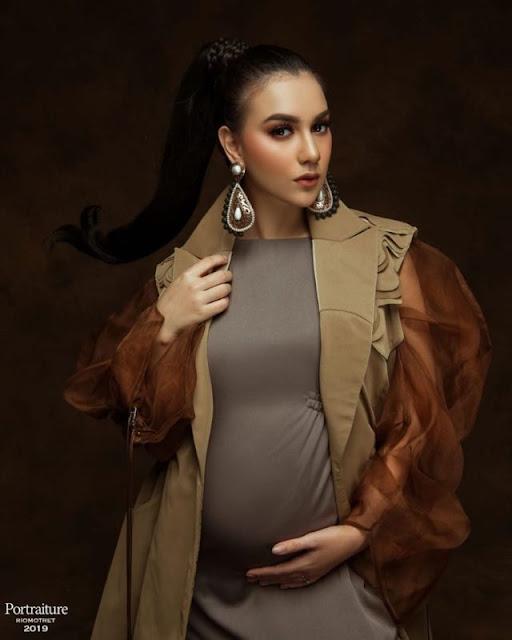 irish%2Bbella Iris Bella Hamil, Maternity Photoshootnya Bikin Kagum Lho!
