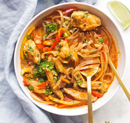 20 – MINUTE CHICKEN PANANG CURRY NOODLE BOWLS #lowcarb #chicken #noodles #dinner #lunch