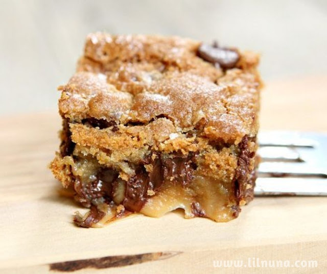 Gooey Salted Caramel Chocolate Chip Cookie Bars