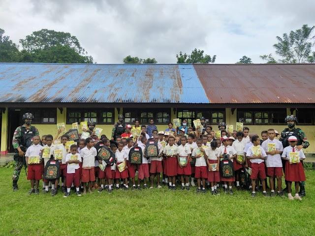 Satgas Yonif 512 Bantu Pemerintah Tingkatkan Semangat Belajar Anak-Anak di Papua