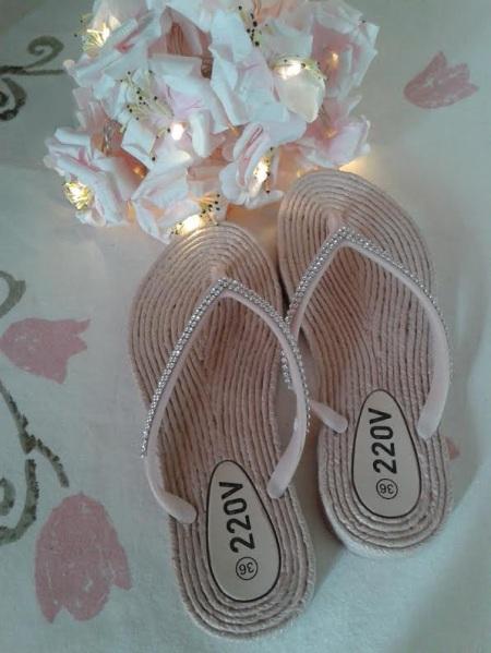 Zapatillas en rosa con brillo en la parte superior