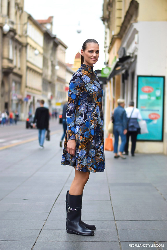 How to wear skater dress and wellington boots. Fashion: street style look, ulična moda, Andrea Markotić, ekonomistica. Kako kombinirati haljinu i gumene čizme