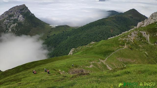Descendiendo al Collado de les Caldes desde el Pico Zorru