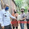 Binmas Bersama Bhabinsa  Dengan Pemdes Salurkan Bantuan Beras Polri Peduli Covid-19