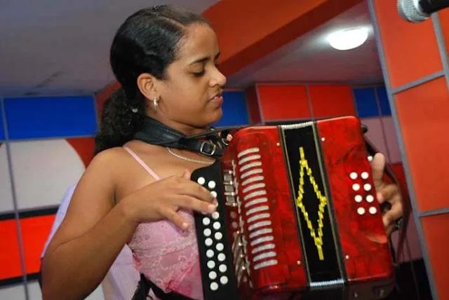 Acordeonista de SDO Yokaira Martínez representará al país en congreso de Colombia