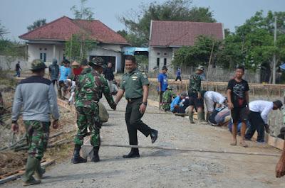 Terjun ke Desa Blukbuk, Waka Pendam Sebut TMMD Dongkrak Ekonomi Rakyat