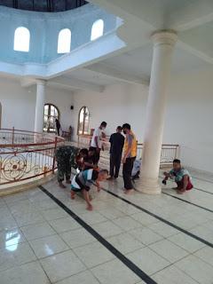 Karya Bakti Koramil 11/Tahunan Bersih-bersih Masjid Baitul Mutaqqin Desa Tegalsambi