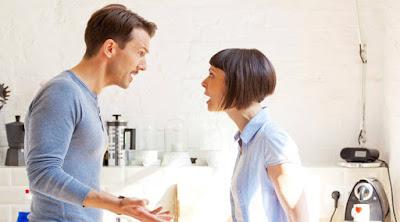 تعرف على أسباب فشل العلاقة الزوجية الطلاق الانفصال رجل امراة يتشاجران يتعاركان يتشاكلان يصرخ غاضب تصرخ غاضبةyelling man woman fighting divorce break up shouting