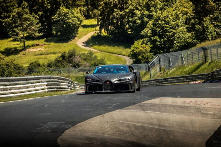Xem Bugatti Chiron Pur Sport chinh phục 'địa ngục xanh' Nurburgring