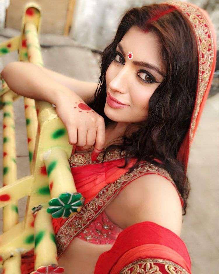 Akanksha Puri Hot Photos Galleries And Celebrity Photos.