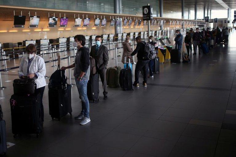 https://www.notasrosas.com/Presidente Iván Duque suspenderá vuelos desde y hacia Reino Unido