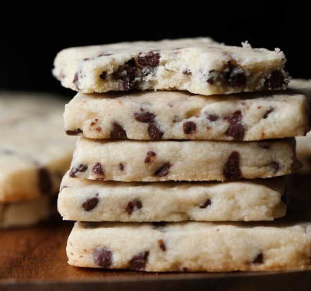 Chocolate Chip Shortbread Cookies #cookies #desserts