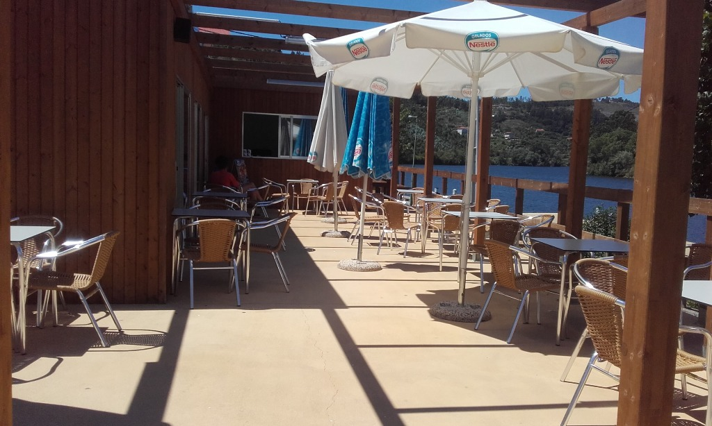 Esplanada do Café da Praia Castelo e Piscina Municipal