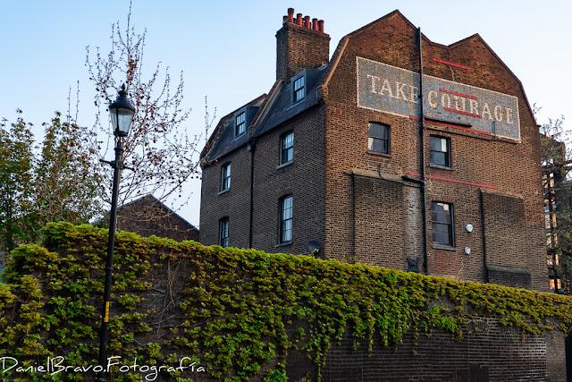 Antigua fábrica en pleno centro de Londres. Edificio de ladrillos