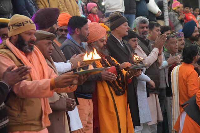 अंतराष्ट्रीय सरस्वती महोत्सव की संध्या कालीन महाआरती ने श्रद्घालुओं में भरा भक्ति रस