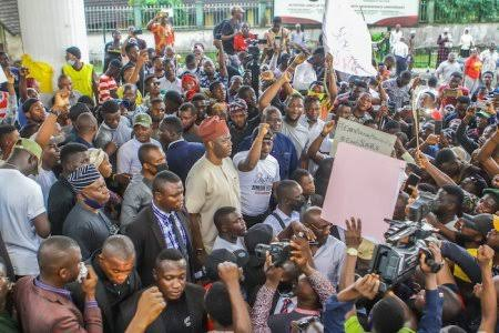 VIDEO FOOTAGE: Gov. Seyi Makinde Reportedly Joins Protest In Ibadan, Oyo State