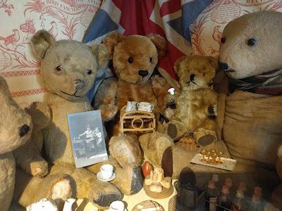Плюшевые медведи в музее Поллока