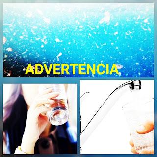 La OMS advierte de la presencia de microplásticos en el vaso de agua que tomas todos los días.