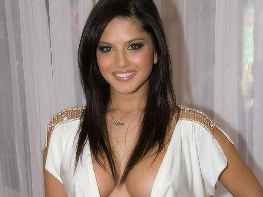 Free Celebrity Wallpapers Sunny Leone Sexy Wallpaper-4323