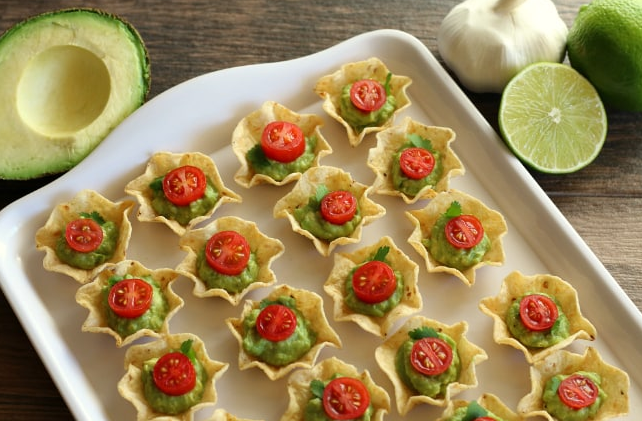 GLUTEN-FREE CHIP AND GUACAMOLE BITES #healthydiet #paleo #keto #gluten #recipes