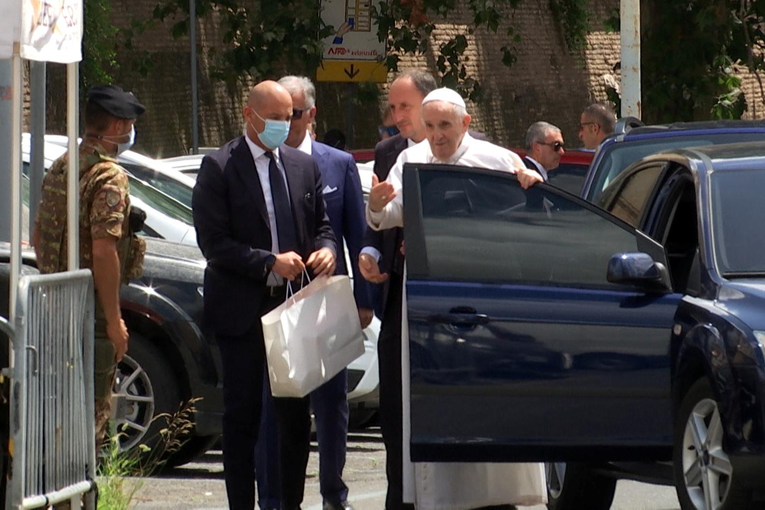 Puji Tuhan, Paus Fransiskus Sudah Kembali ke Vatikan Setelah Dioperasi