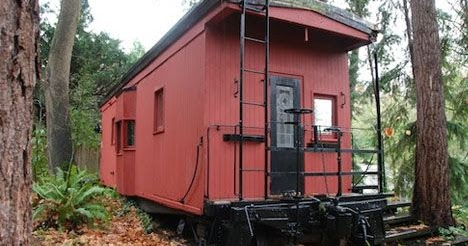 Mytinyhousedirectory The Davidson S 1949 Railroad Caboose