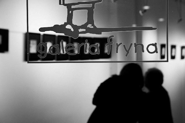 """Jednodniowa Wystawa Fotografii Odklejonej Klubu Fotograficznego """"Źródło"""" w Galerii Fryna w Rudzie Śląskiej."""