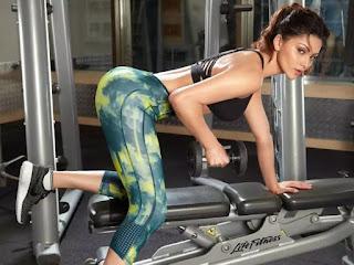 Fitness Freak उर्वशी रौतेला का जिमिंग रूटीन आपको कर देगा हैरान ! क्या आपने देखा यह वीडियो ?