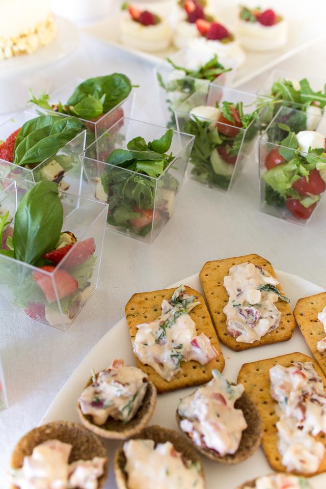 suolaiset minipalat, salaatit kulhoissa, resepti täytteeseen