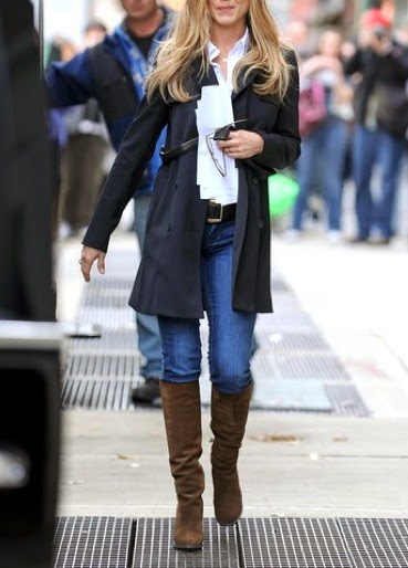Casual-chic NYC style with skinny blue jeans