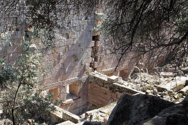 Τα οστέινα αντικείμενα που βρέθηκαν στις Αιγές της Αιολίδας αφηγούνται μια βαθύτερη ιστορία