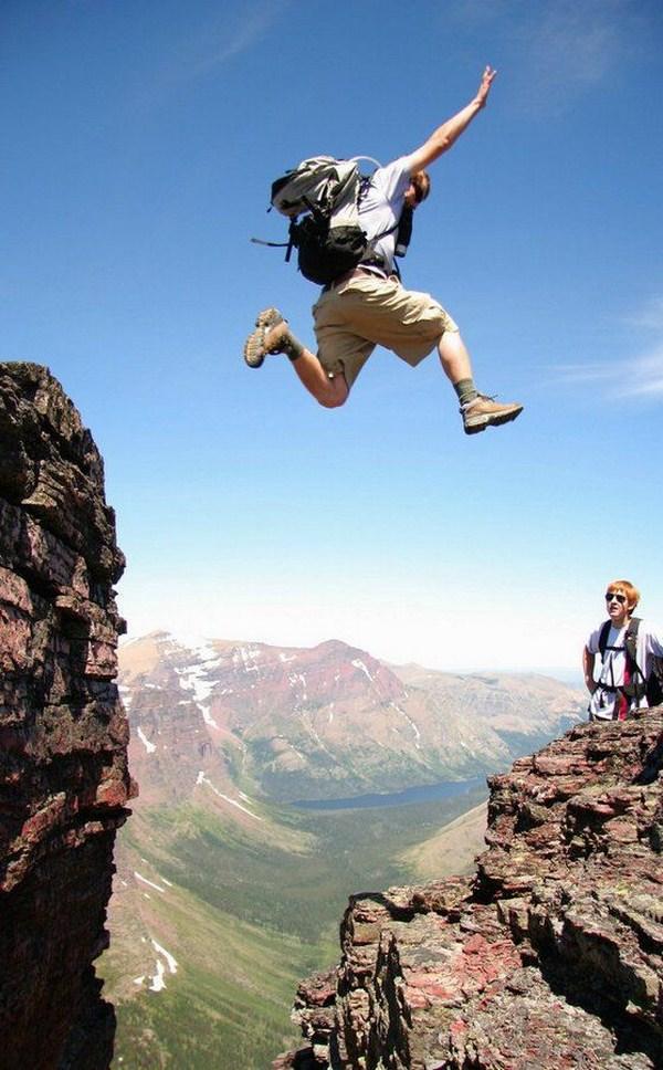 pulando da montanha