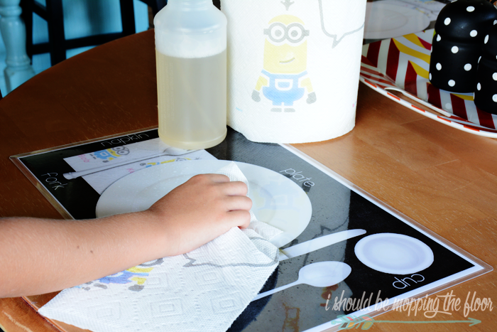 Free Printable Teaching Placemat | Perfect to help kiddos learn to set the table for meals. | Instant download. | Laminate for durability.