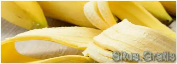 mengempukkan daging adalah dengan memanfaatkan kulit pisang