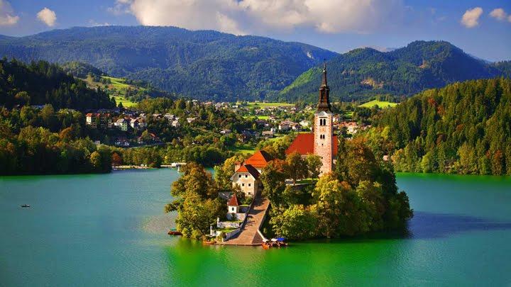 göl üstünde şato manzara resimleri