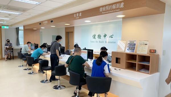 AZ疫苗自費施打首日 彰基醫院63人接種
