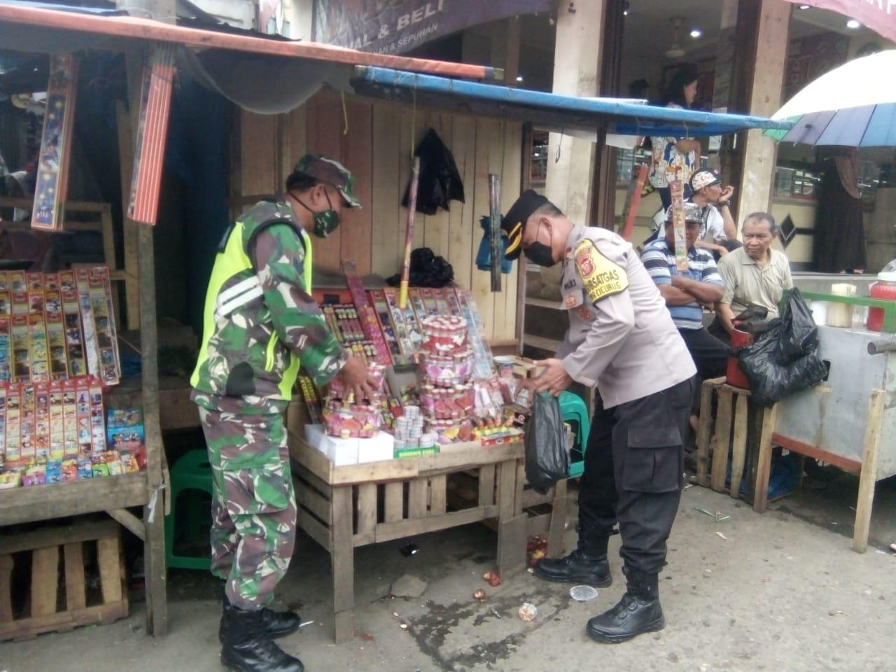 Jelang Malam Tahun Baru, Satpol PP Kecamatan Cicurug Razia Petasan